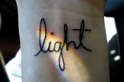 Татуировки надписи - почему они так популярны?