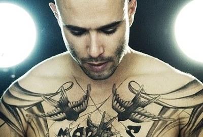 50 фото мужских тату надписей на груди.
