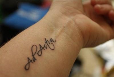 Основные причины выбора татуировки надписи на латыни