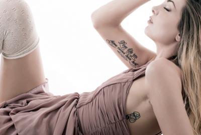 Татуировки надписи для женщин